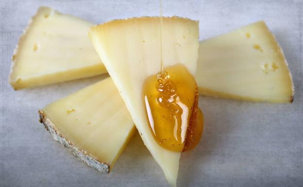 Cinco recetas para maridar el queso y la miel